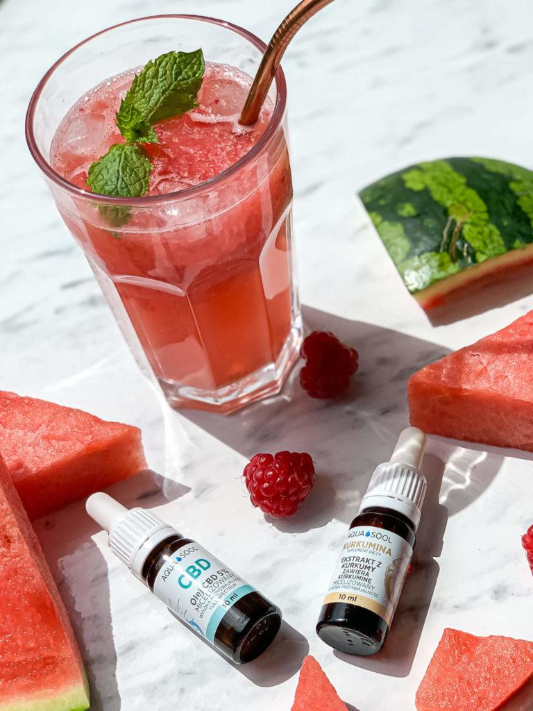 Mocktail-z-CBD-i-KURKUMINĄ-na-upalne-lato-SoBio-Beauty-Boutique-2